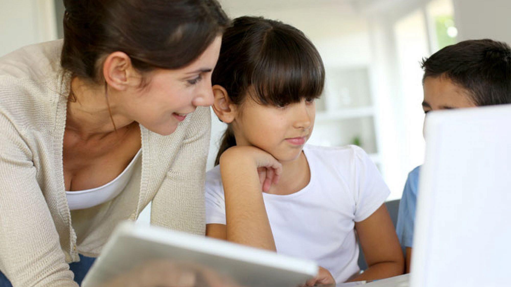 מסתבר שהרשת החברתית יעילה ללמידה | צלם: goodluz - Fotolia