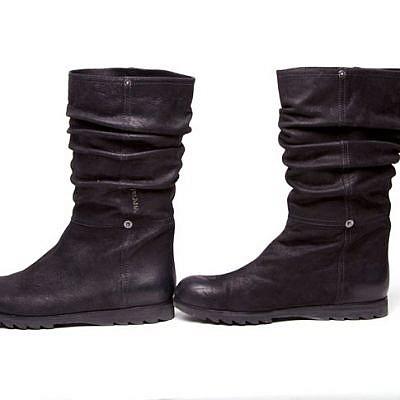 מגפיים פראדה | צלם: מיכל רפופורט