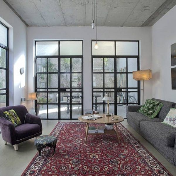 סגנון העיצוב של הבית מזכיר לופט ניו יורקי: אורבני אך חמים, מעודכן ועכשווי אך רגוע ונעים | צלם: הגר דופלט