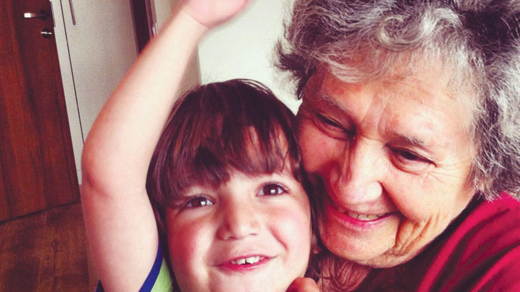 ארנונה מרץ והנכד ניב | צלם: אלבום משפחתי