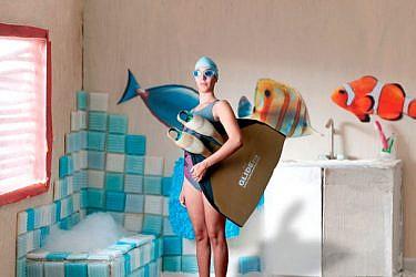 """צבע טרי, """"אמבטיה"""" עבודה של גלי בליי"""