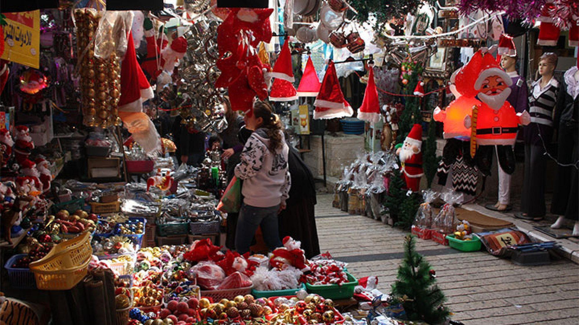 השוק הססגוני של נצרת באווירת חג המולד. צילום: אורלי גנוסר