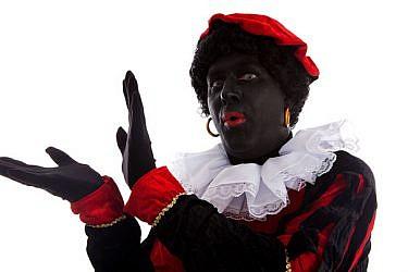 אחד החוגגים מחופש לפיט השחור, עוזרו של סינטרקלאס. צילום: Shutterstock