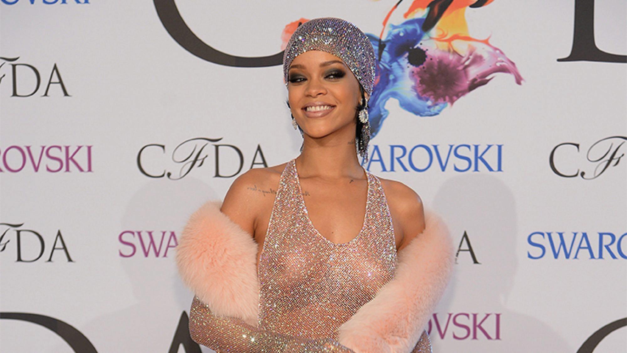 ריהאנה לובשת אדם סלמן בטקס פרסי האופנה בניו יורק 2014 | צילום: getty images
