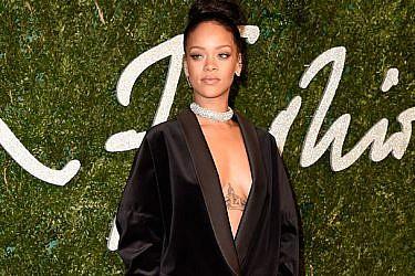ריהאנה לובשת סטלה מקרת'ני בטקס פרסי האופנה הבריטי. צילום: gettyimages