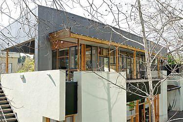 משרד כאן אדריכלים ביקנעם המושבה שהוקם על גג ביתו הפרטי של גולדשטיין. צילום: יגאל פרדו