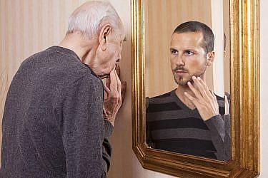 גם גברים משקרים בנוגע לגיל   צילום: shutterstock