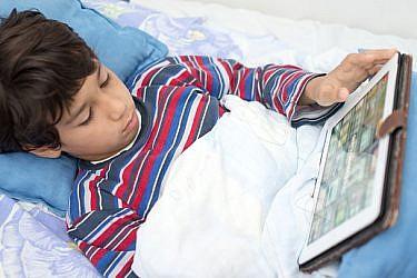 שימוש במסכים גורם להפרעות שינה   צילום: shutterstock