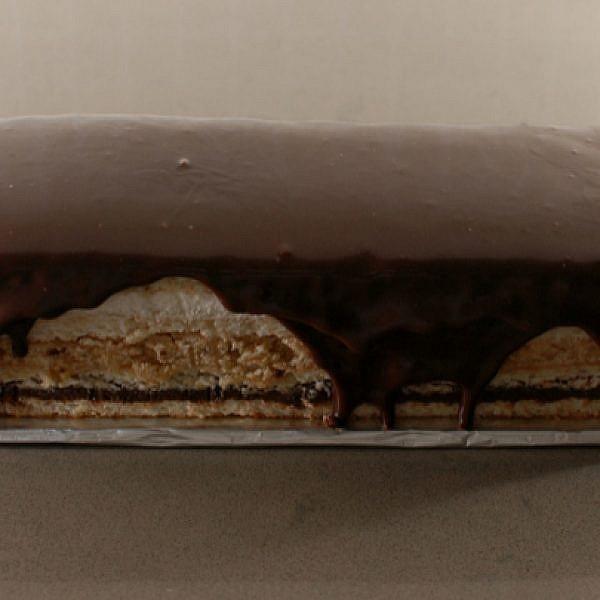 עוגת מרז'ולן - עוגת שכבות על בסיס מרנג אגוזים במילוי וניל, שוקולד וקרמל - אגוזים | צילום: בלוג פצפוצים