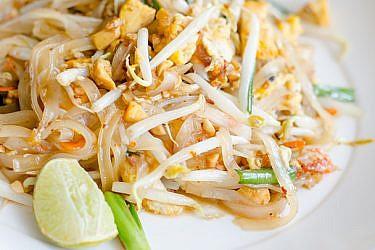 פאד תאי עם ירקות שעושה חשק לתאילנד | צילום: shutterstock