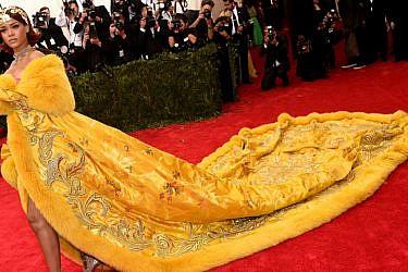 ריהאנה לובשת גו פי קוטור, גאלה במטרופוליטן, ניו יורק, 2015   צילום: gettyimages