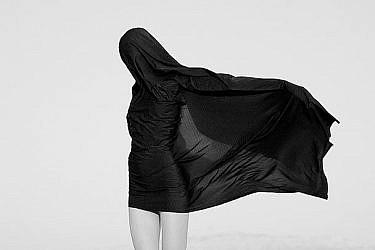 חלום שחור: הפקת האופנה של עטיפת האלבום החדש של פורטיס | צילום: טינו ווקה