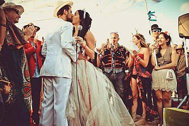 חתונה חברתית בפסטיבל מידברן 2015 | צילום: אילנית תורג'מן