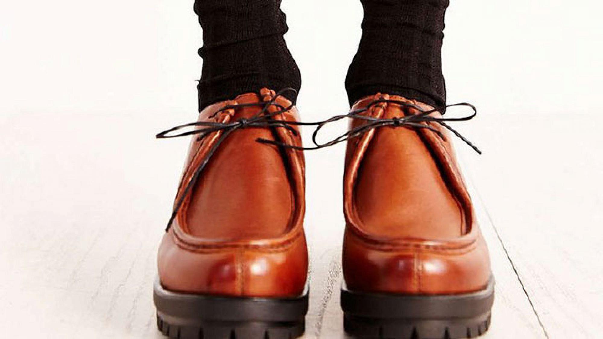 """נעליים urbanoutfitters.com במחיר 599 ש""""ח   צילום: יח""""צ"""