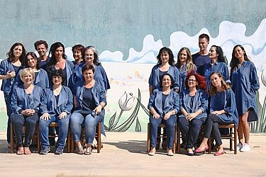 הצוות של הגר אלמביק לובש אלמביקה | צילום: נועה יפה | ניהול קריאייטיב: טל קליינבורט | איפור: מרים גרוסברד, נלה סטרונגין | שיער: ענבל לובלין