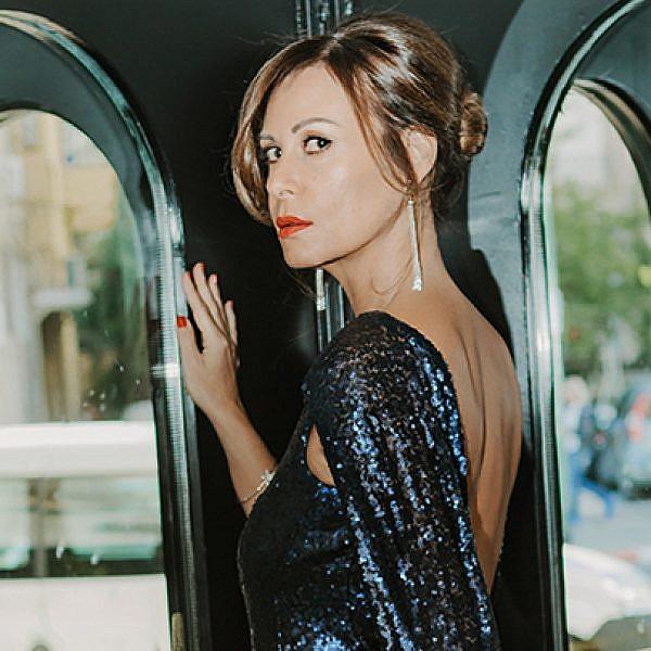 עפרה איוניר | שמלה: מיס גיישה 2,400 ש