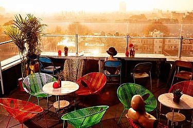המרפסת של מסעדת קנווס. מתאימה לישיבה בימי הקיץ | צילום: Mark Groenveld