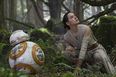 """גם היא לא נסיכה. ריי, הגיבורה החדשה מתוך הסרט """"מלחמת הכוכבים: הכוח מתעורר""""   צילום: GettyImages"""