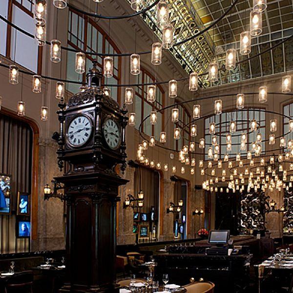 מסעדת הדוכסית במלון W במתחדש באמסטרדם בעיצוב ברנוביץ-קרוננברג אדריכלים | צילום: סיון אסקיו