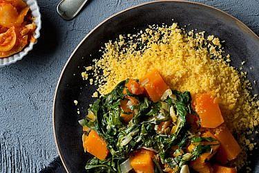 תבשיל מנגולד, דלעת ולימון כבוש עם קוסקוס תירס | צילום: בועז לביא | סטיילינג: ענת לבל