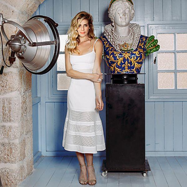שמלה דני וינסטרה ל־PORTAY 1,900 ש״ח |נעליים שוז ווב סטור 850 ש״ח |טבעות Tous בטווח מחירים 410־485 ש״ח | צילום: ליה צ'סנוקוב