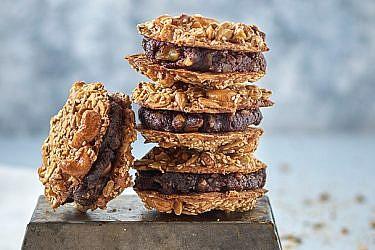 סנדוויץ' עוגיות אגוזים   צילום: אנטולי מיכאלו