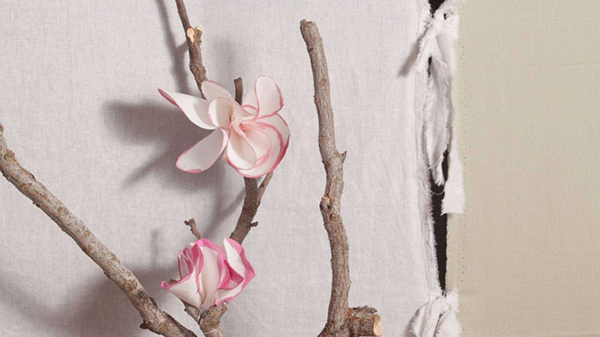 התוצר הסופי: קישוטי פרחים רכים | הכנה: לינוי לנדאו | צילום: טל ניסים