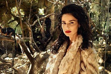 מעיל: זארה | צילום: אייל נבו