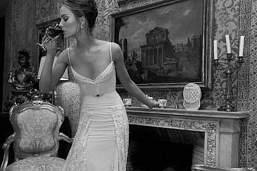 שמלות כלה במחירים לוהטים של ענבל דרור   צילום: יניב אדרי