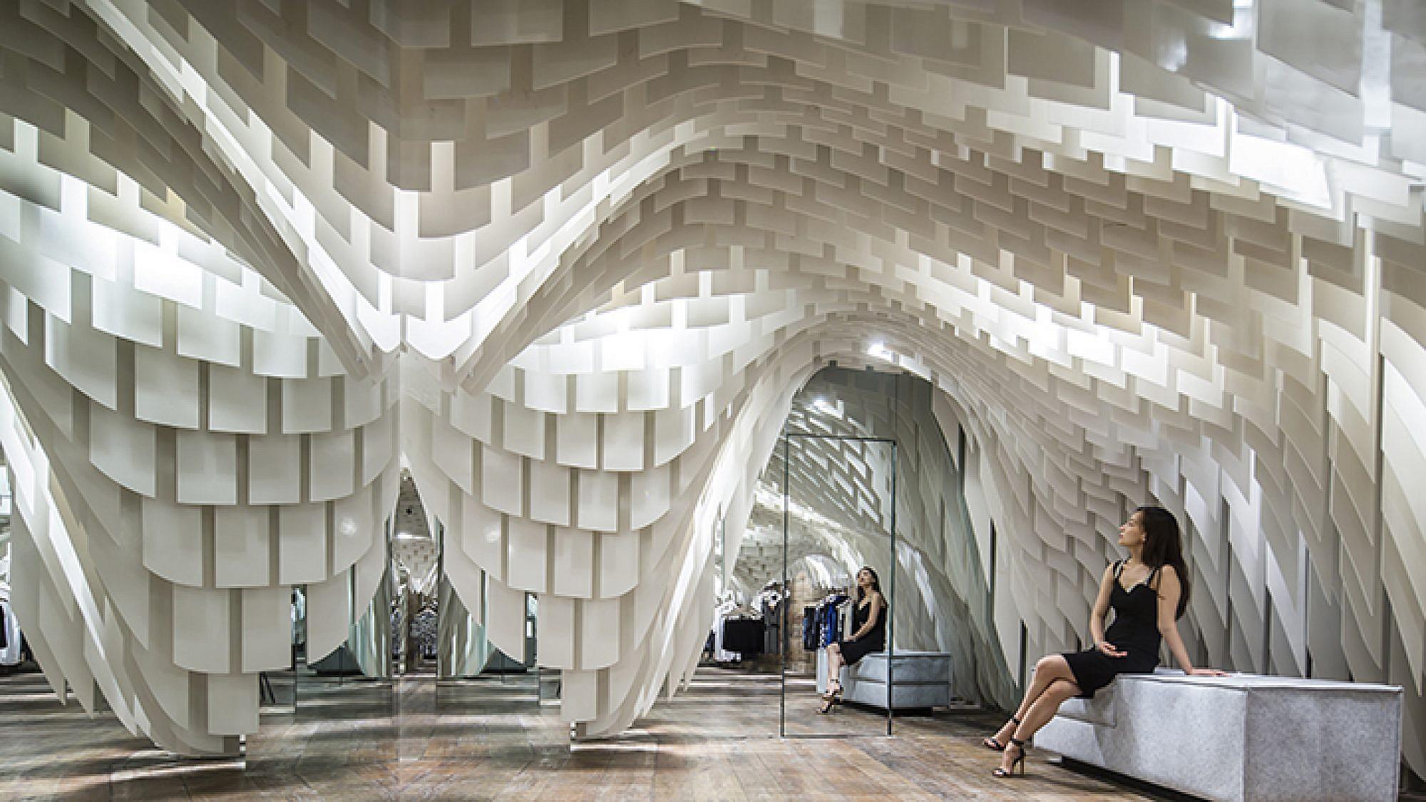 חנות אופנה בסין: תחושה של תקרה אלסטית   עיצוב: 3GATTI   צילום: Shen Qiang
