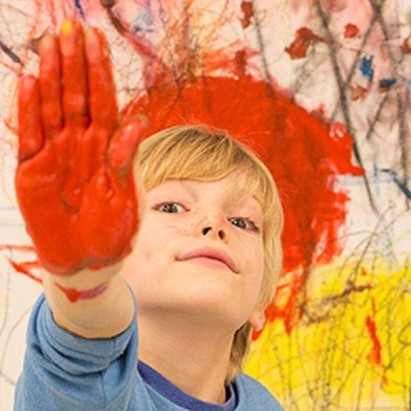 בשינוי מתמיד: סדרת תערוכות לכל המשפחה שמזמינה אתכם לצייר על קירות, רהיטים וחפצים