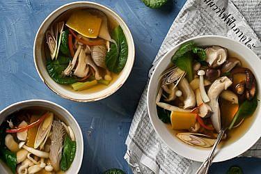 מרק פטריות תאילנדי | צילום: בועז לביא