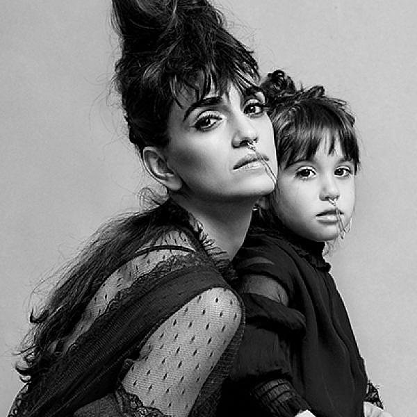 לירז צ'רכי והבת ג'ון | צילום: הילה שאייר
