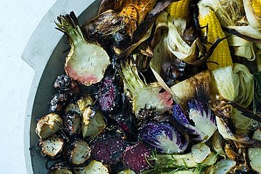 ירקות צלויים בטאבון | צילום: בועז לביא | סטיילינג: תמי סגל