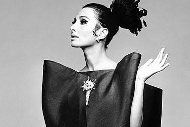 שמלה בעיצוב בלנסיאגה | צילום: מתוך מגזין ״הרפרס בזאר״, יוני 1967