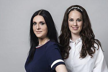 אביגיל: חולצה H&M, חצאית COS; שהרה: שמלה טומי הילפיגר | צילום: איליה מלניקוב |  סטיילינג: לריסה שוסטרמן |  איפור: רינת שור, דן סימקוביץ' | שיער: דן סימקוביץ'