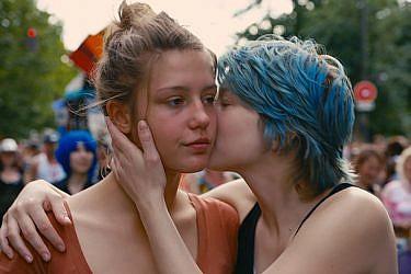 """צילום מסך מתוך הסרט """"כחול זה הצבע החם ביותר"""""""