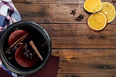 סנגריה יין אדום ותבלינים   צילום: נמרוד סונדרס   סטיילינג: דלית מרחב