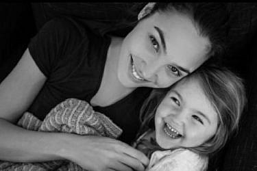 אין אהבה בעולם כמו אהבה של אמא: גל גדות והבת אלמה | צילום: אינסטגרם