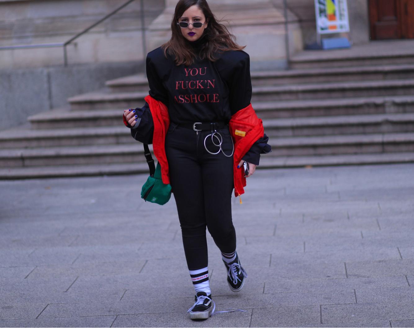 הכותבת לובשת חולצה של VETEMENTS חורף 2016, שעלתה לה רק 100 דולר (במקום 800!) | צילום: אסף ליברפרוינד Thestreetvibe