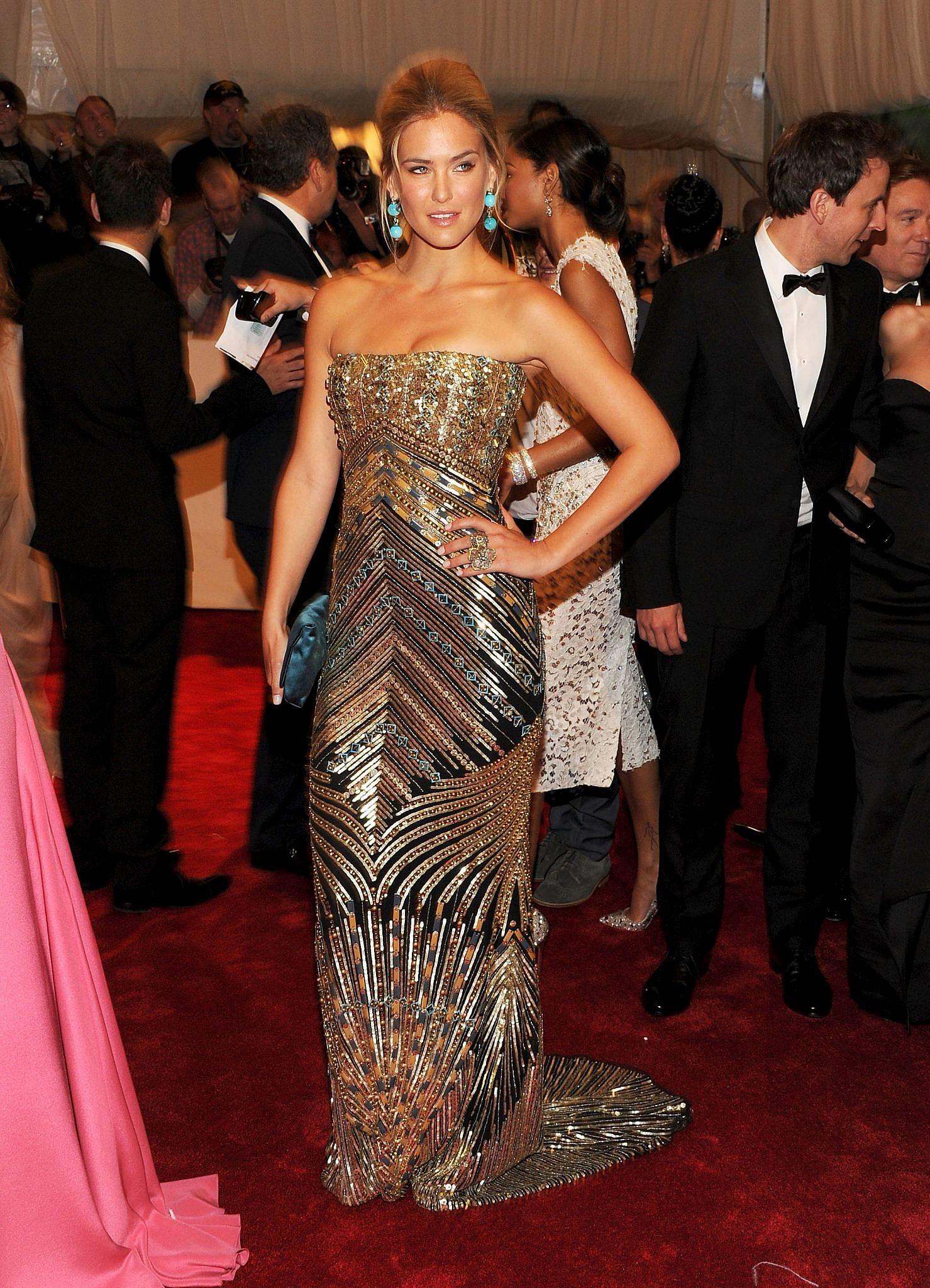 הסתנוורנו: רפאלי במט גאלה של 2011, בשמלה של המעצבת רים אקרה   צילום: Larry Busacca/Getty Images