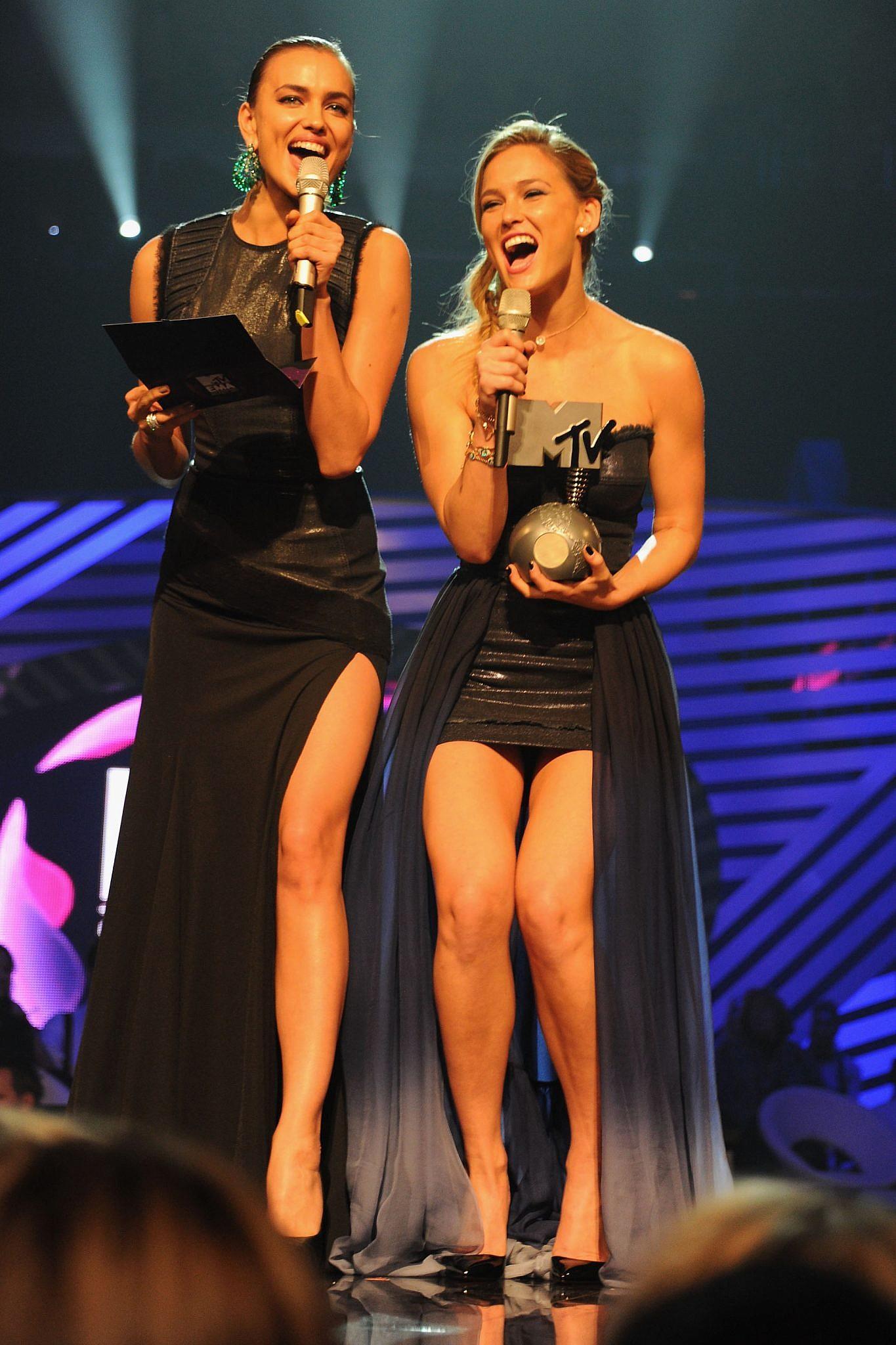 מגישה פרס בטקס פרסי ה-MTV עם אירינה שייק, 2011   צילום: Dave Benett/Getty Images