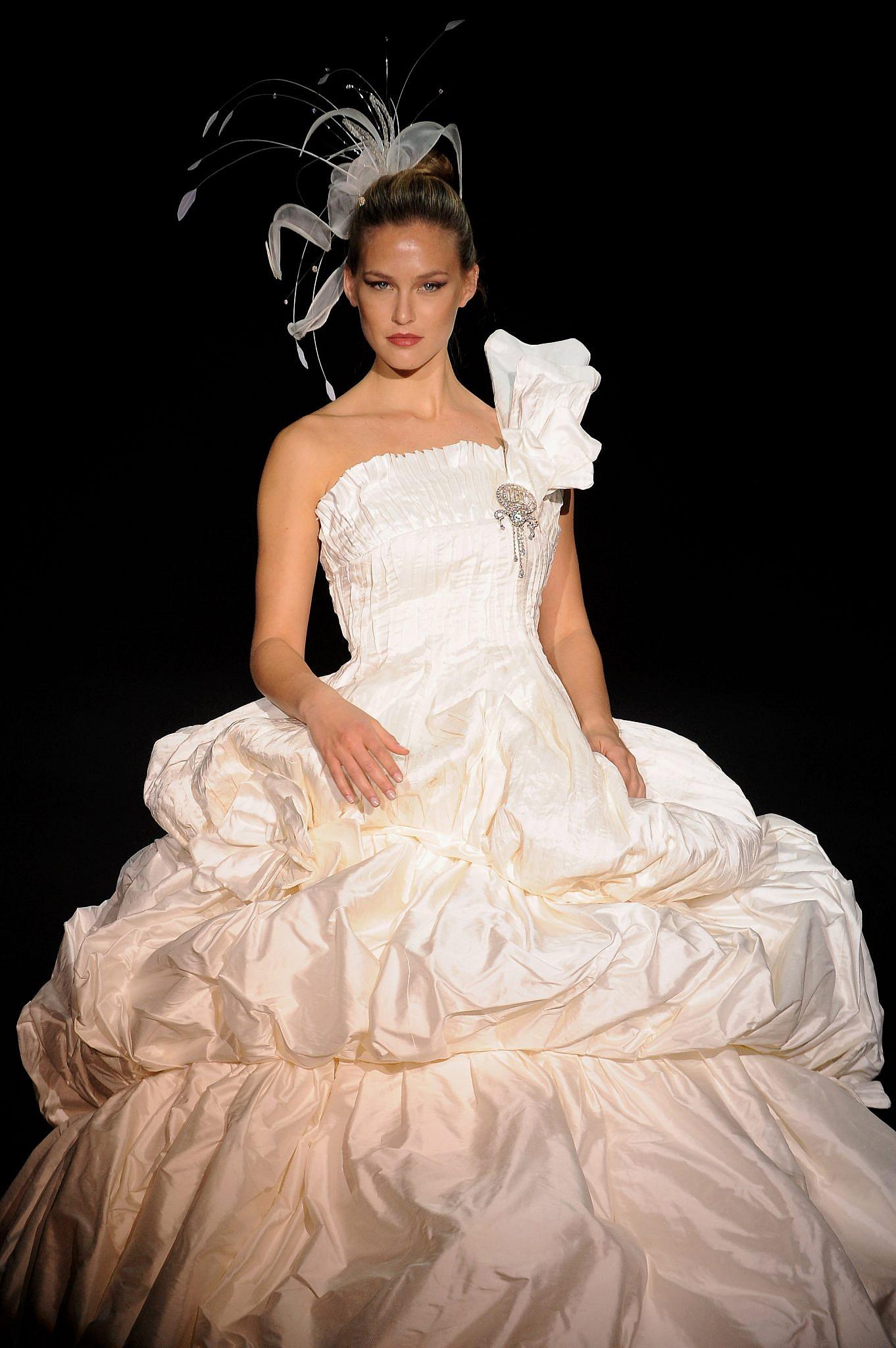 וכך היא נראתה בשבוע האופנה האירופאי לכלות במדריד, 2008   צילום: Carlos Alvarez/Getty Images