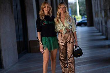 קיארה פראני ואחותה ולנטינה פראני בשבוע אופנת הגברים במילאנו 2018 | צילום: TheStreetVibe.com