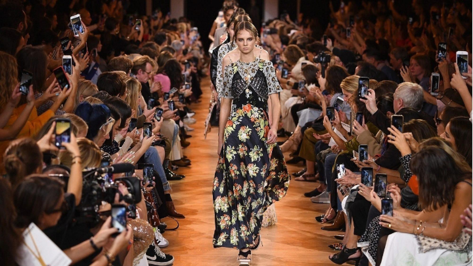 התצוגה של פאקו רבאן בשבוע האופנה פריז סתיו-חורף 2018-2018 | צילום: גטי