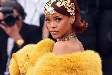 ריהאנה והגלימה שהסעירה את הרשת | צילום: Gettyimages