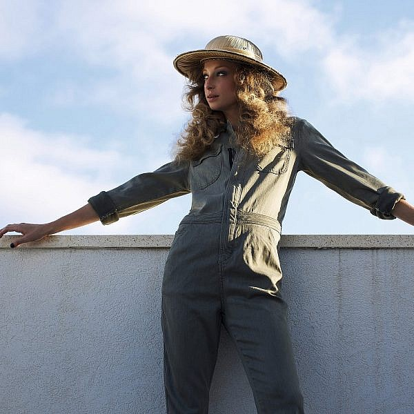 יוליה פלוטקין לובשת אוברול של לה פטיט, מחיר: 725 ש