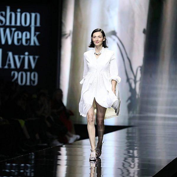 יעל רייך פתחה וסגרה  את התצוגה של דורין פרקפורט בשבוע האופנה 2019. צילום אדריאן סבל