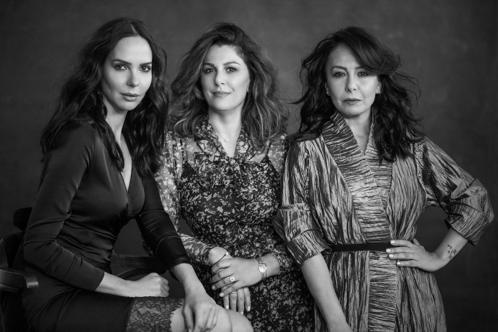 מימין: אוולין הגואל, הלגה רקאנטי ורווית אסף, הקוסמטיקאית ושתי הפרזנטוריות. צילום אלון שפרנסקי