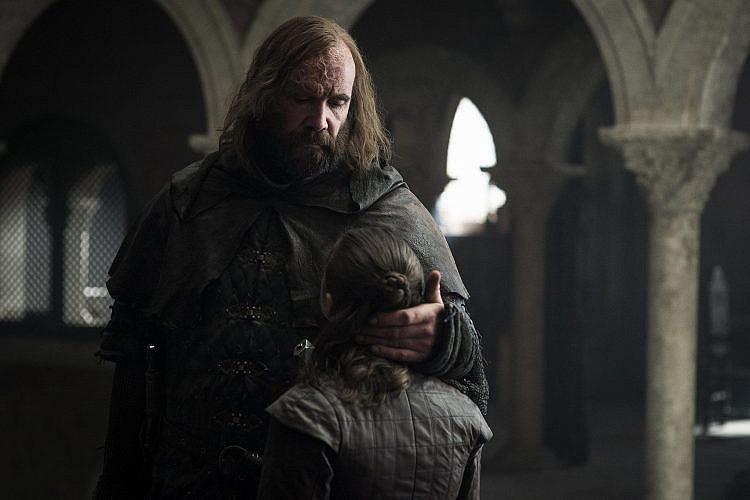 אנחנו צריכים לדבר. אריה וקלגיין באחד הרגעים היפים בסדרה   צילום: Helen Sloan/HBO